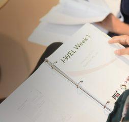 J-WEL教育活动在进行