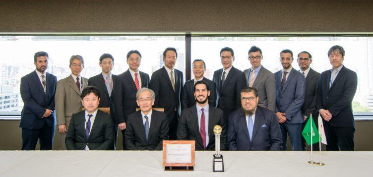 Abdul Latif Jameel reçoit deux récompenses Toyota pour son excellence en vente et marketing, et en service clientèle, lors d'un événement mondial au Japon