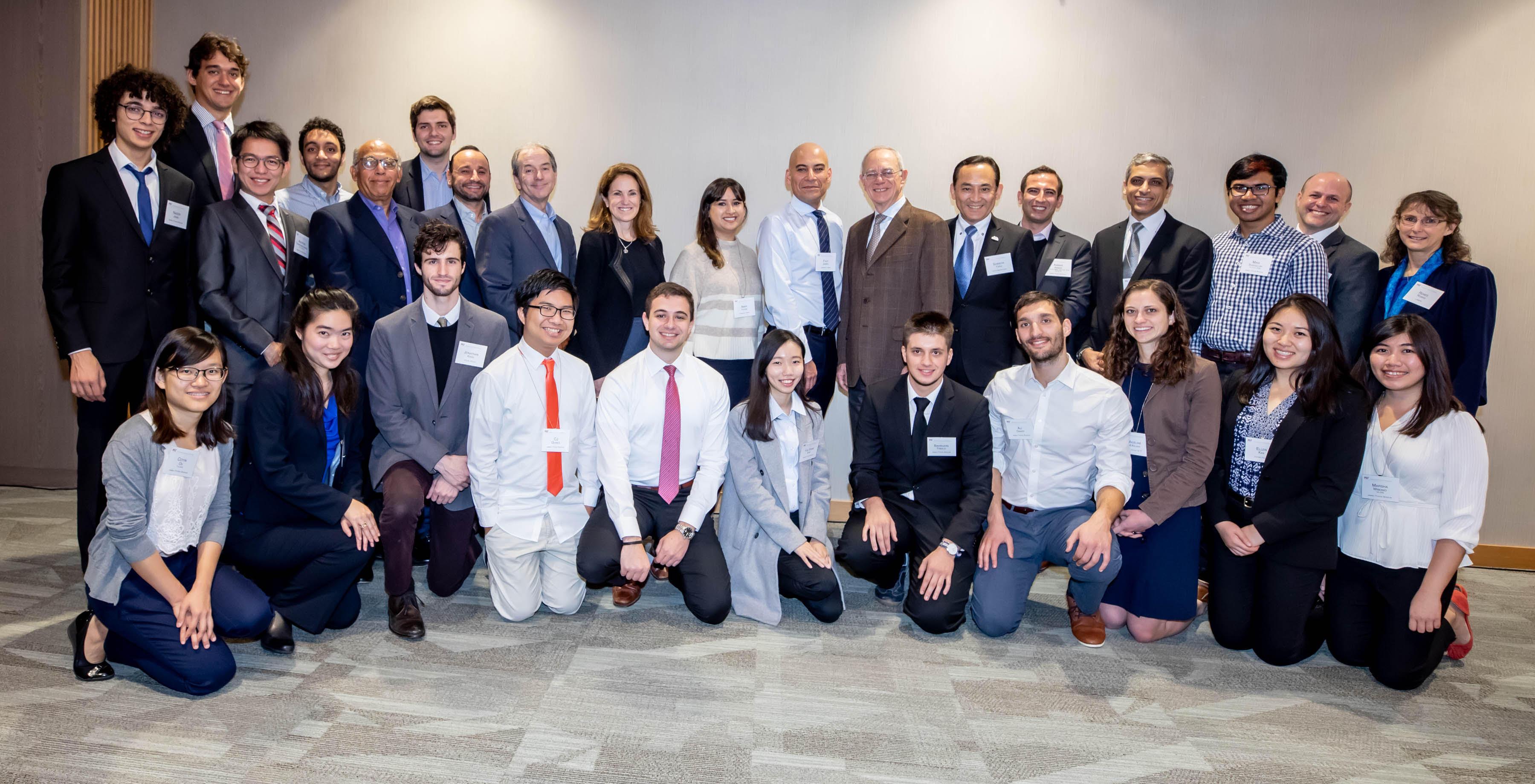 بمناسبة الذكرى الـ 25 أكثر من 180 طالباً من 28 بلداً حول العالم أكملوا دراساتهم الجامعية عبر منحة جميل-تويوتا في MIT وإطلاق شبكة جديدة لهم