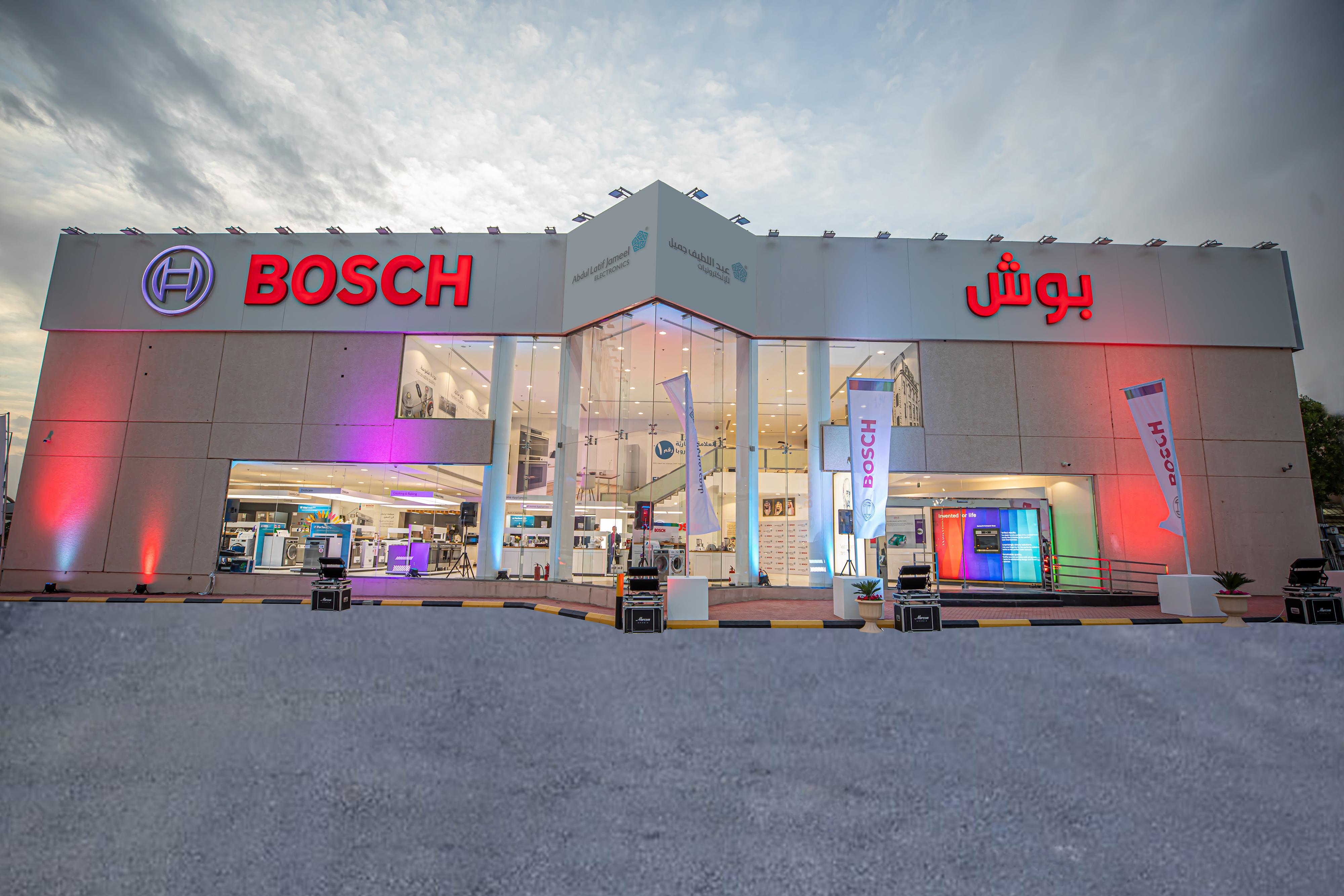 عبد اللطيف جميل للإلكترونيات تحتفل بافتتاح أكبر متجر لبوش في الشرق الأوسط