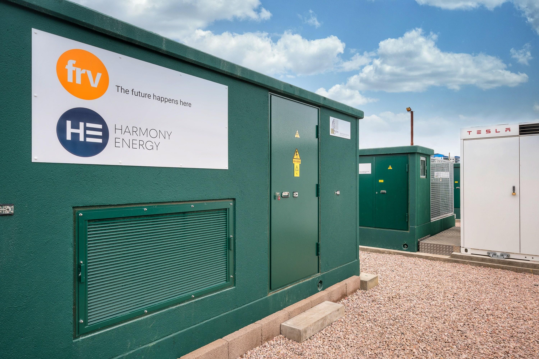 عبداللطيف جميل للطاقة تطلق مشروعها لتخزين الطاقة في المملكة المتحدة بالتعاون مع شركة تسلا ميجاباك